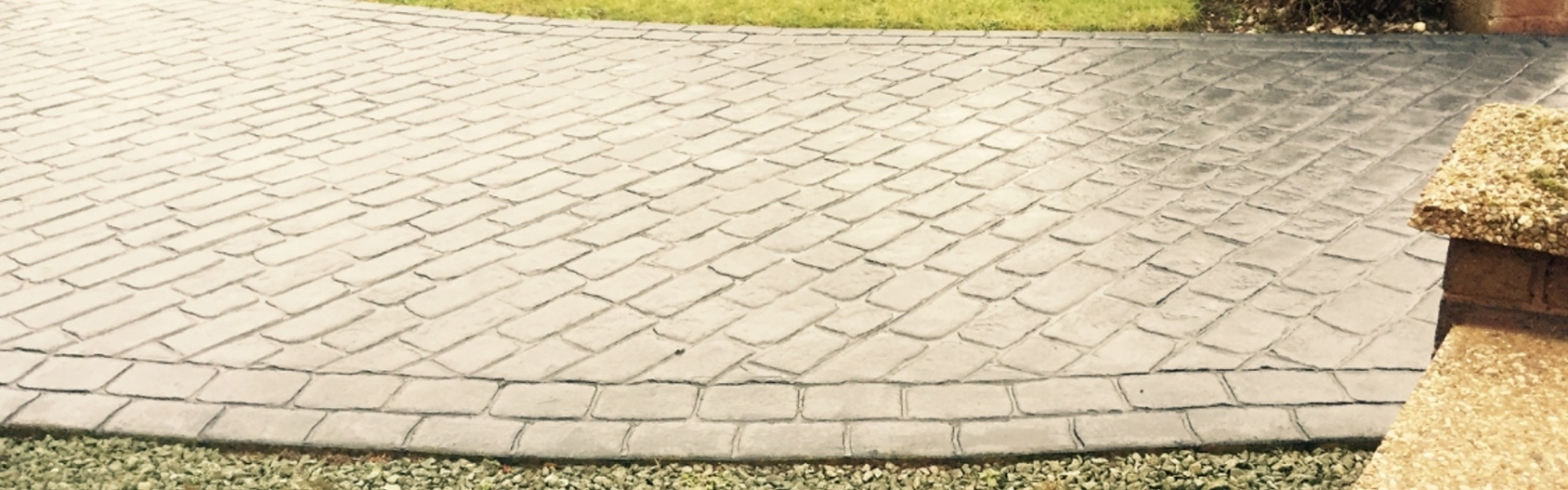 Block Paving Slide image - completed light grey driveway