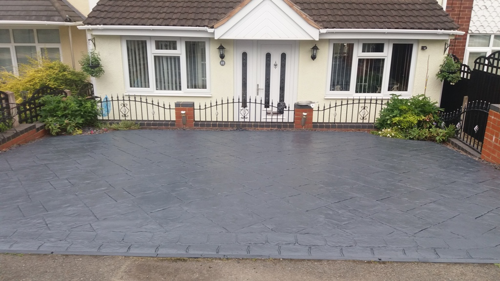 block paving drive with black metal rails after clean and charcoal greyseal
