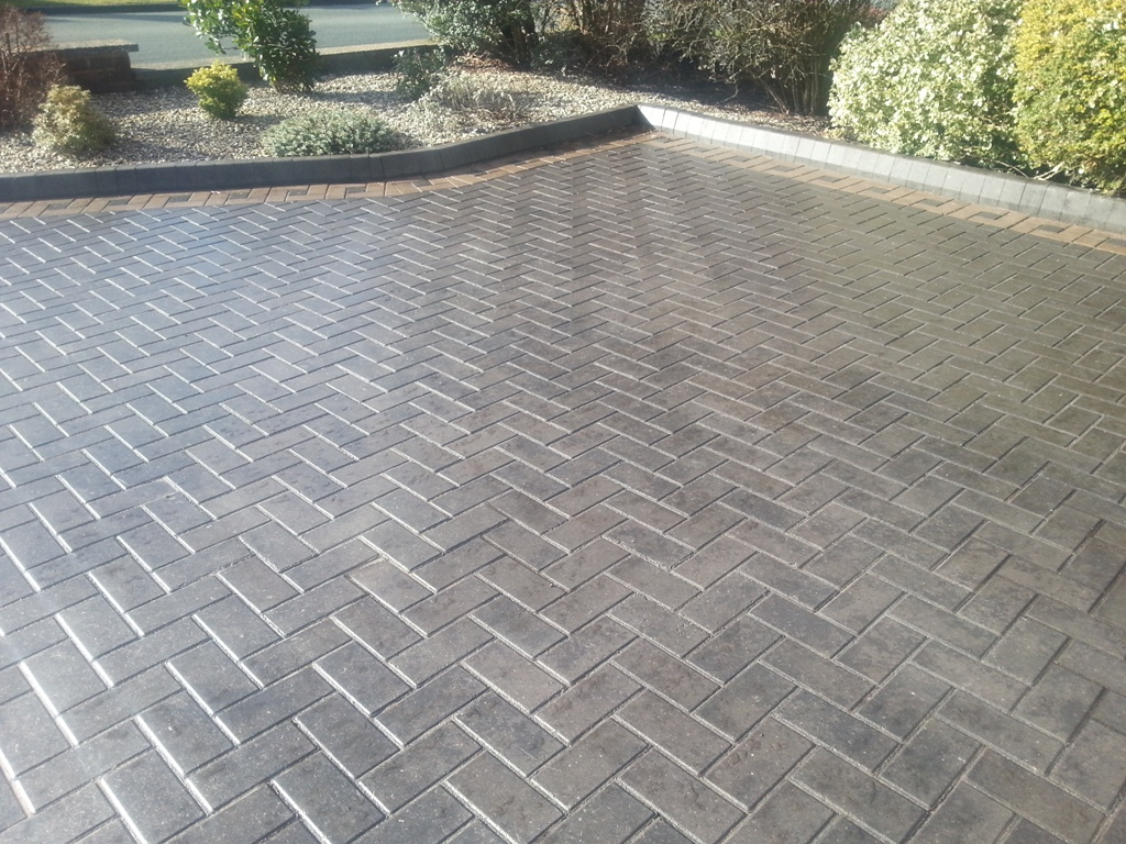 Block Paving Sealed With Clear Acrylic Gloss. grey block paving, yellow edges